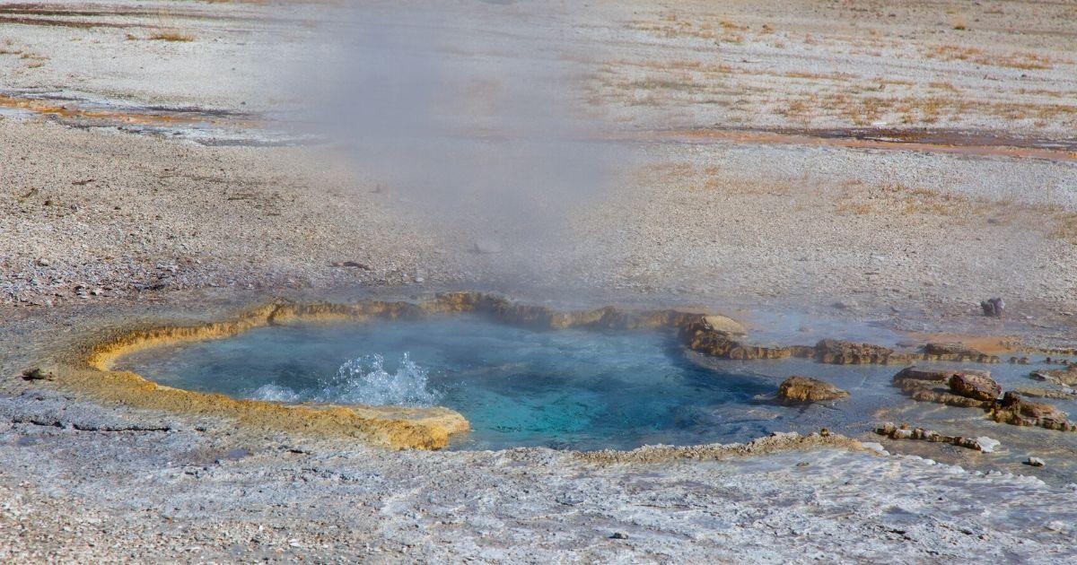 Peru最南端:【カンダラベ】天然温泉もある間欠泉の谷 | ニッペママの ...